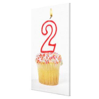 Muffin med ett numrerat födelsedagstearinljus 6 sträckta canvas tryck