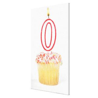 Muffin med ett numrerat födelsedagstearinljus sträckta canvas tryck