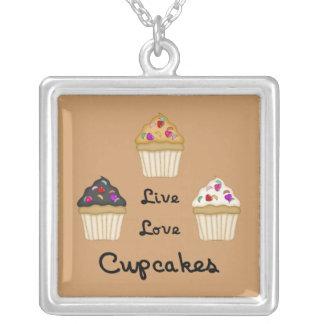 Muffinsen bor kärlek silverpläterat halsband