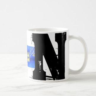 Mugg för Grunge för n-Monogram typografisk