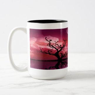 Mugg för kaffe för röda reflexioner för natthimmel