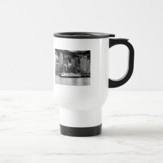 Mugg för kaffe för Seattle horisont svartvit