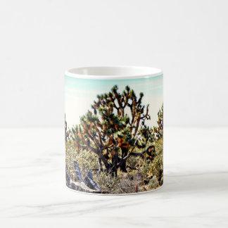 Mugg för kaffe för skog för Joshua träd