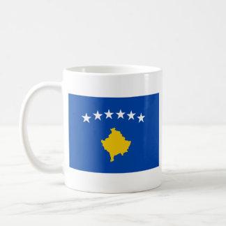 Mugg för karta för Kosovo flagga~