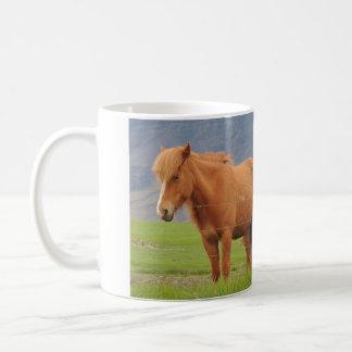 Mugg med bilden av isländska hästar