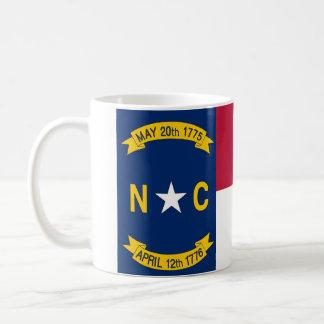 Mugg med den statliga flagga av North Carolina -