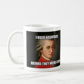 """Mugg: """"Meme"""" - Mozart Hashtags Kaffemugg"""