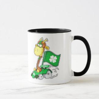 Muggar för gåva för roliga giraffSts Patrick dag