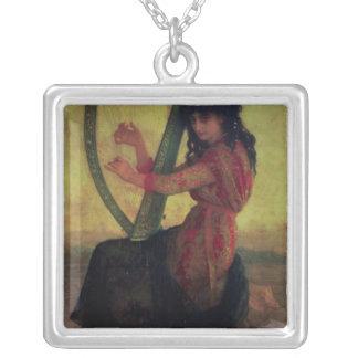 Musa som leker harpan silverpläterat halsband