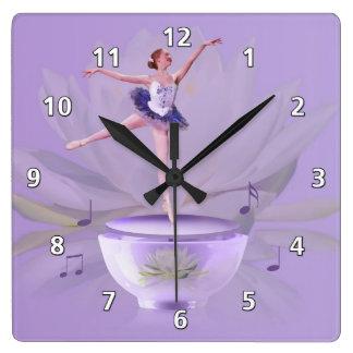 Musik boxas ballerinaen med näckros fyrkantig klocka