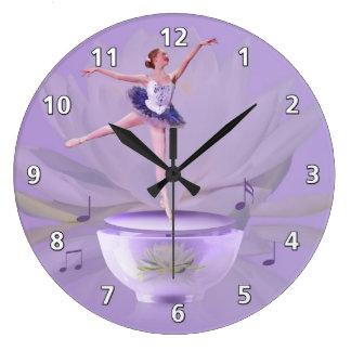 Musik boxas ballerinaen med näckros stor klocka