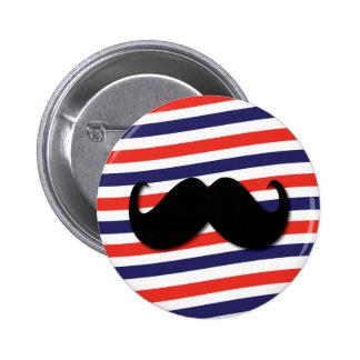 Mustasch med röda, vit- och blåttrandar standard knapp rund 5.7 cm
