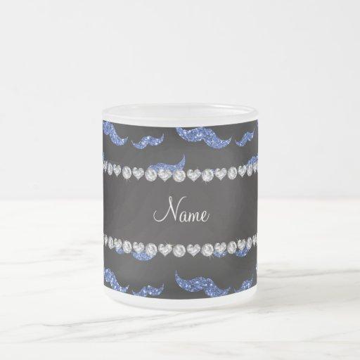 Mustascher för glitter för personlignamnblått mugg