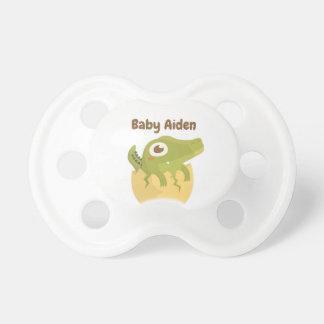 Mycket liten huggtand för gullig alligator i napp