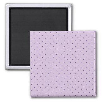 Mycket liten purpurfärgad polka dots på lilor magnet