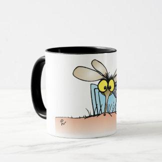 Mygga som biter en armmugg mugg