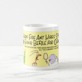 Myran hyr en skalbagge kaffemugg