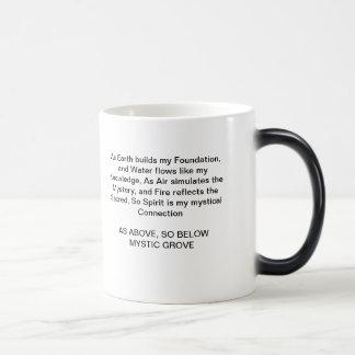 Mystic dunge som över den så nedanföra kaffemuggen magisk mugg