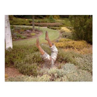 Mysticen lägger benen på ryggen akimbo vykort