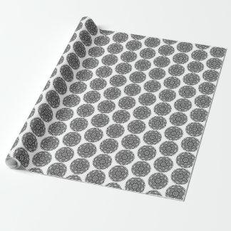 Mystisk gåvasjal för svartvit Mandala Presentpapper