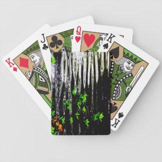 Mystisk lagun som leker kort spelkort