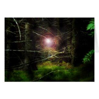 Mystisk skog hälsnings kort