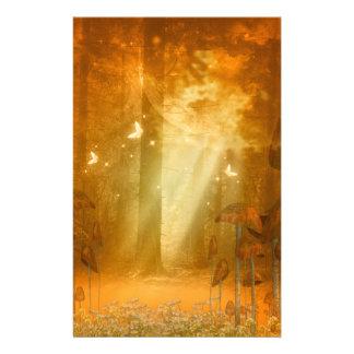 Mystisk skog med fjärilar brevpapper