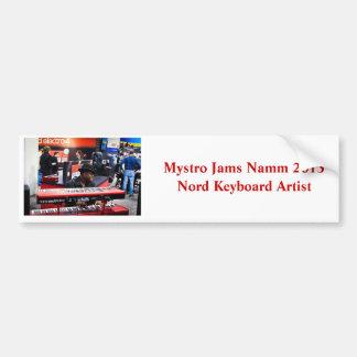 Mystro sitter fast Namm 2013 jubileums- bildekal