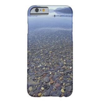 NA USA, Montana, glaciärNP-stenar i sjön Barely There iPhone 6 Fodral
