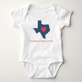 Någon i Texas älskar mig babybodysuiten Tshirts