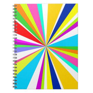 Något men grått med en anteckningsbok med spiral