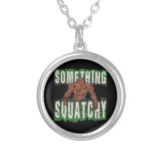 Något Squatchy Silverpläterat Halsband