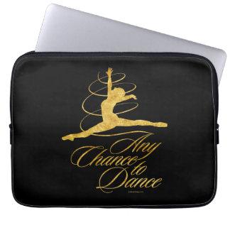 Några riskerar för att dansa (guld) laptop sleeve