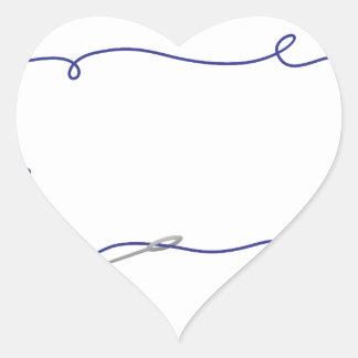 Nål och tråd hjärtformat klistermärke