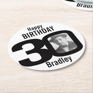Namn för grattis på födelsedagen 30 och underlägg papper rund
