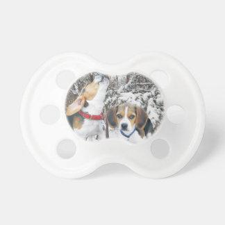 Nappar för baby för skogen för Beaglevalper snöig