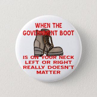 När den regerings- kängan är på din nacke standard knapp rund 5.7 cm