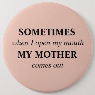 , när IBLAND jag öppnar min mun, kommer MIN MOR ut Jumbo Knapp Rund 15.2 Cm