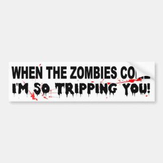 När zombiesna kommer I-förmiddagen som snubblar så Bildekal