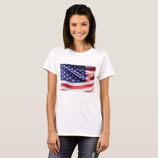 Nära övre amerikanska flaggan t-shirt