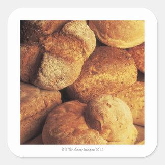 närbild av bakat bröd fyrkantigt klistermärke