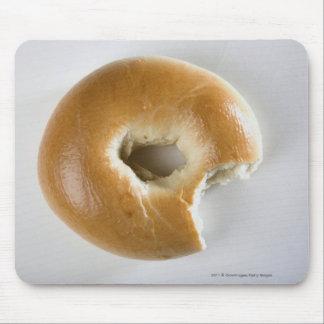 Närbild av en bagel musmatta