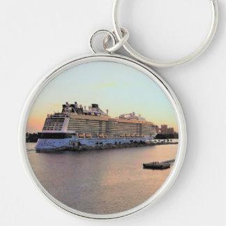 Nassau hamngryning med kryssningfrakten rund silverfärgad nyckelring
