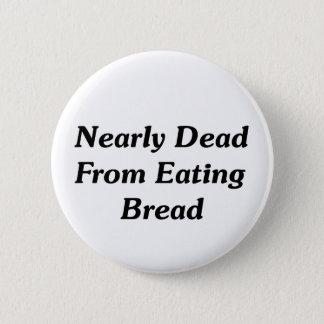 Nästan dött från att äta bröd standard knapp rund 5.7 cm