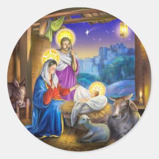 Nativity av Jesus med Josef och Mary, kor som är Runt Klistermärke