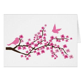 Nätt fåglar på körsbärsrött blommargrenkort hälsningskort