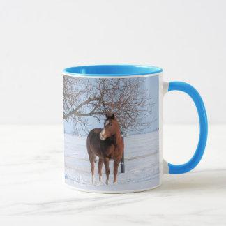 Nätt häst i vinter mugg