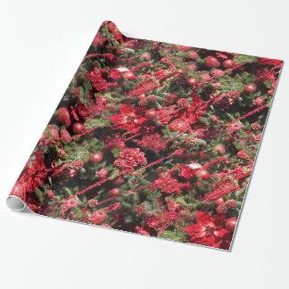 Nätt röd julstjärna som slår in papper presentpapper