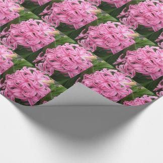 Nätt rosa hyacintblommor som slår in papper presentpapper