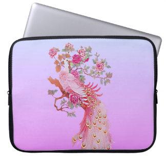 Nätt rosa vintagepåfågel och blommar laptop sleeve